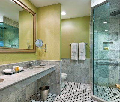 Wayne Hotel Superior Bathroom